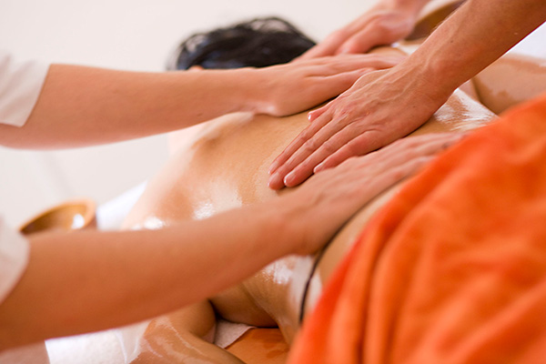 Abhyanga-synchron-Massage-zeit.raum